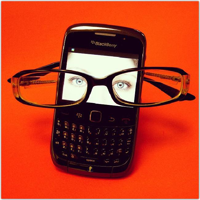 Téléphone avec des lunettes
