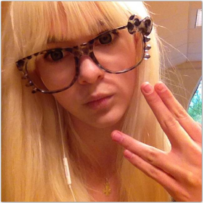 fille Hipster à lunettes
