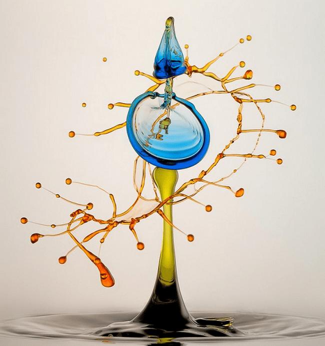 Photo colorée d'eau en mouvement