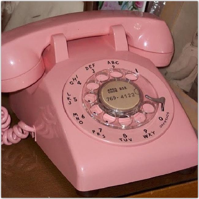 Téléphone rose d'autrefois