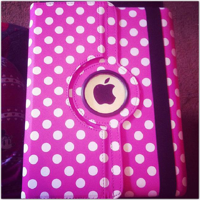 boîte rose avec logo Mac
