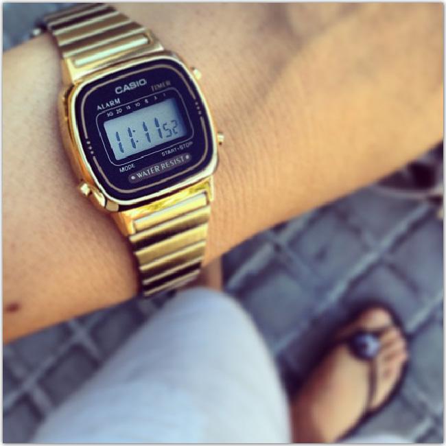 montre Casio basique dorée
