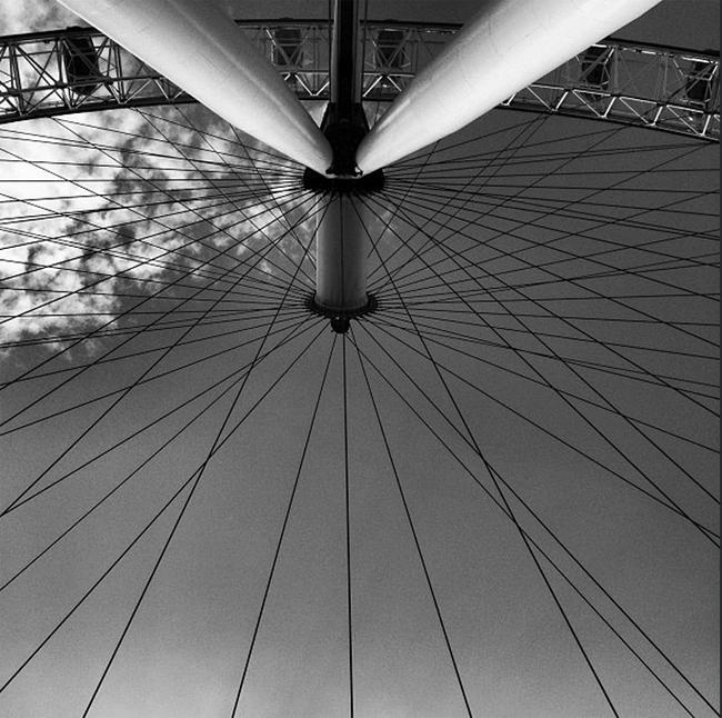 Photo noir et blanc de la grande roue