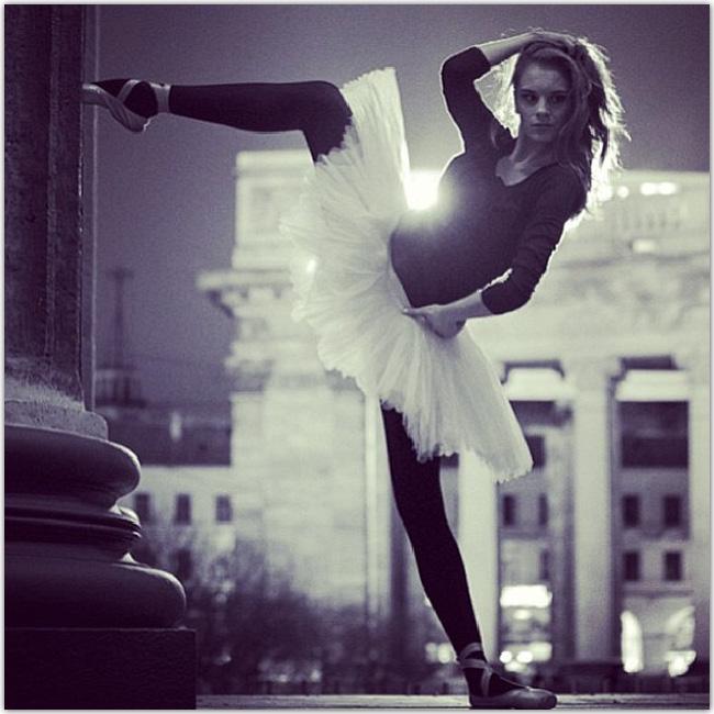 danseuse en noir et blanc