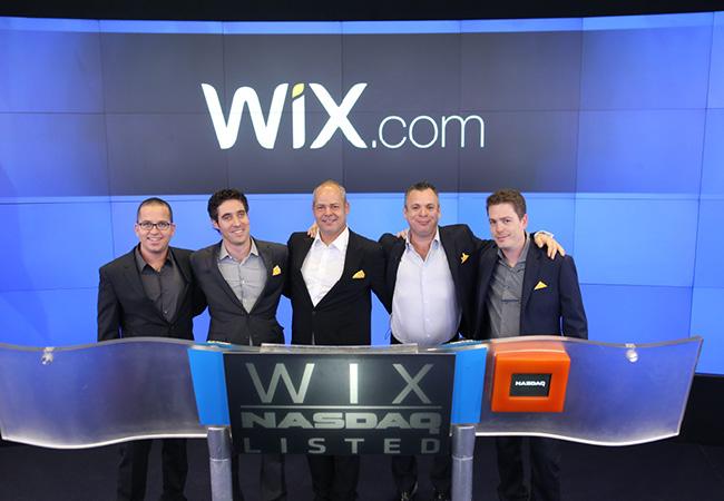 De gauche à droite : Omer Shai – CMO, Nir Zohar – président et COO, Giora (Gig) Kaplan – cofondateur et CTO, Avishai Abrahami - CEO et cofondateur, Nadav Abrahami – cofondateur et VP développent client.