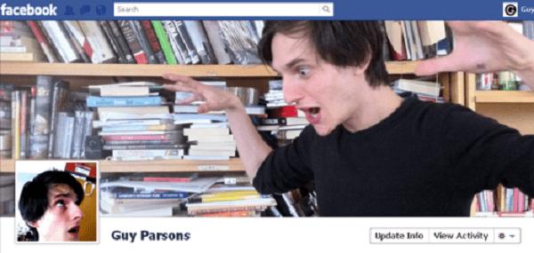 Photo de couverture Facebook d'une personne qui s'effraie elle-même