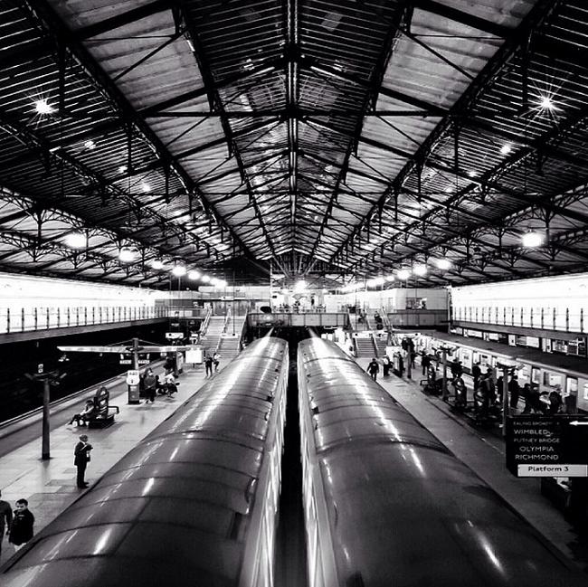 Photo d'intérieur d'une gare - Noir et blanc