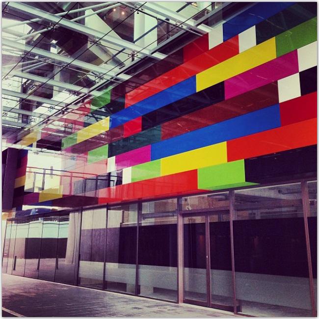 Photo d'intérieur - mur multicolore