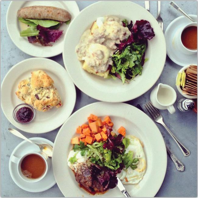 Photo d'un petit déjeuner copieux