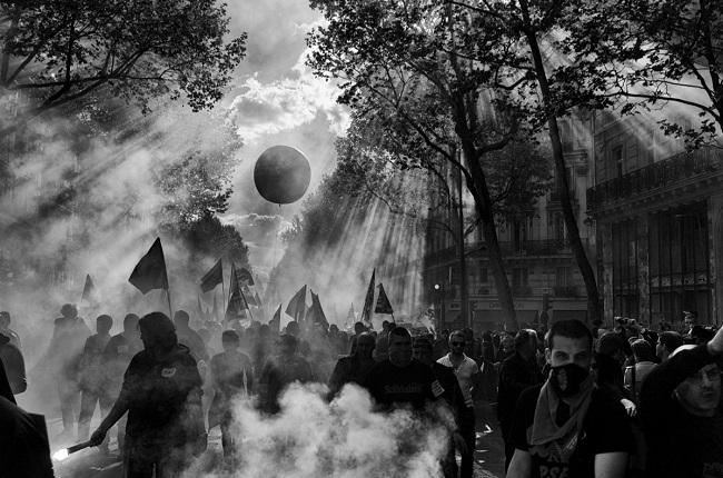 Les foules hurlantes par Philippe Blayo