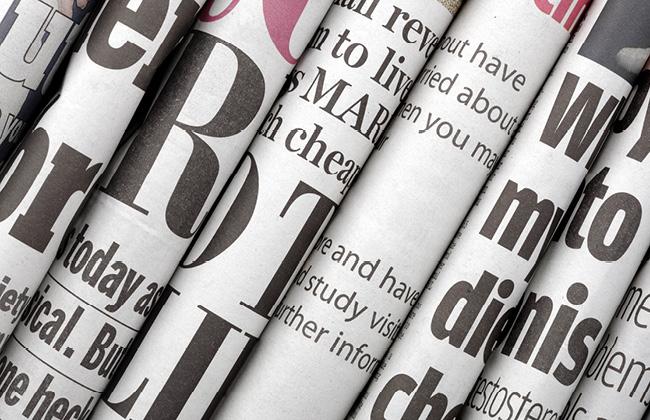 Journaux disposés côte à côte