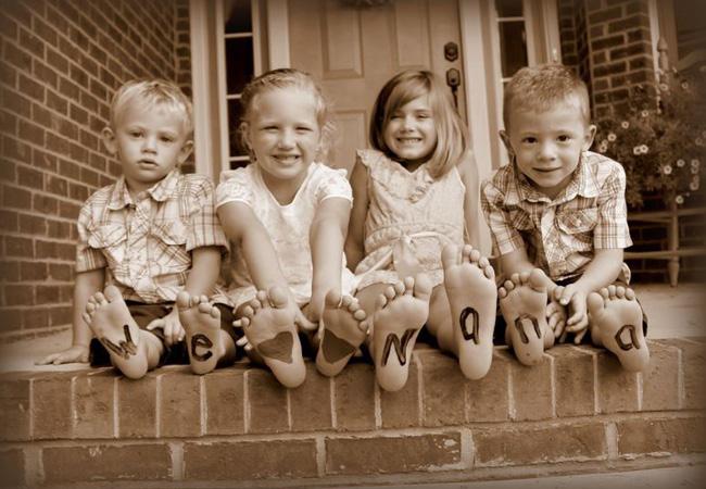 Photo de pieds d'enfants