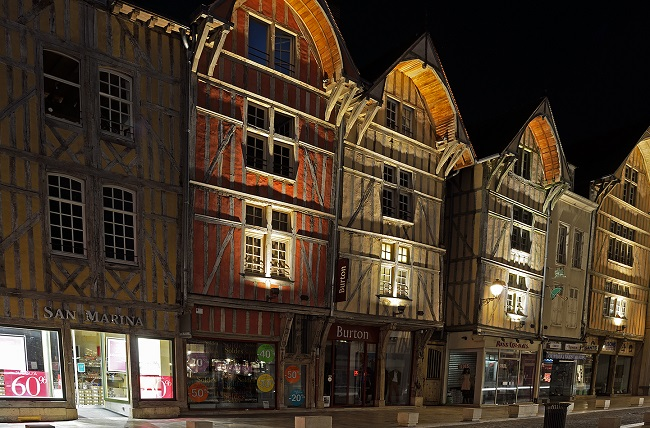 Jordan Vélard Troyes by night