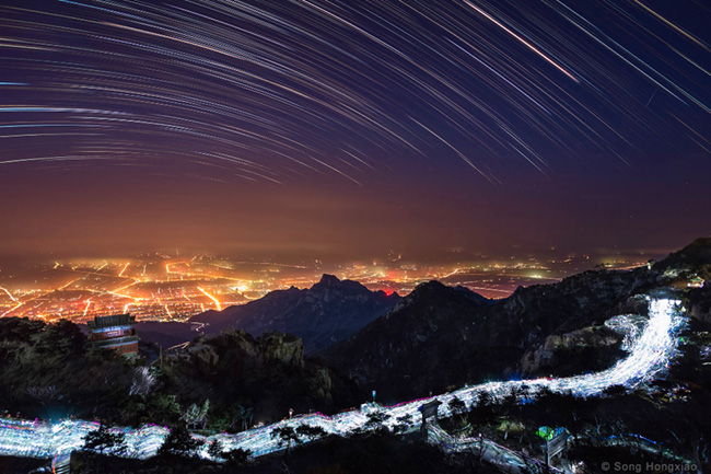 Star's Lights Up in the Sky of Mount Tai, China par Song Hongxiao