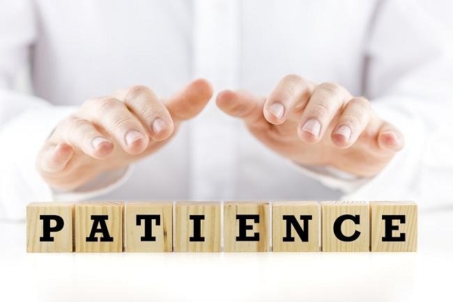 Mot patience écrit en lettres de scrabble